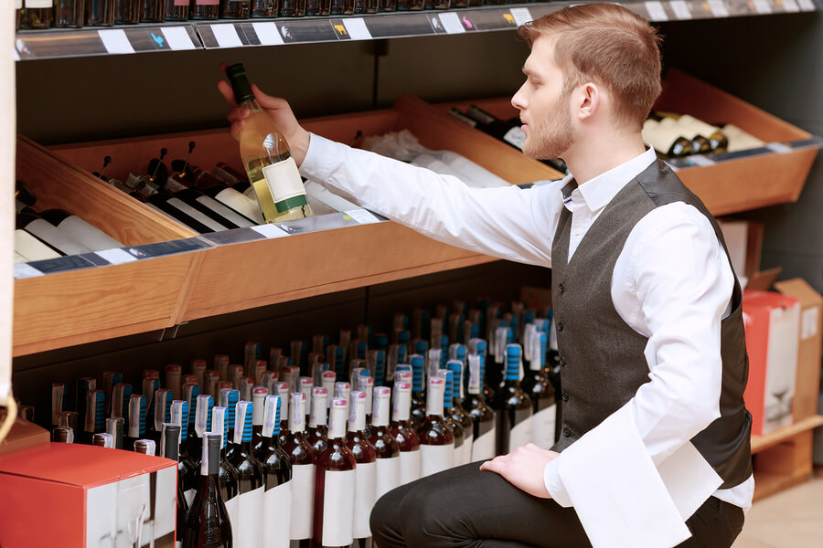 wine-sommelier-student-world-online-alternative-careers