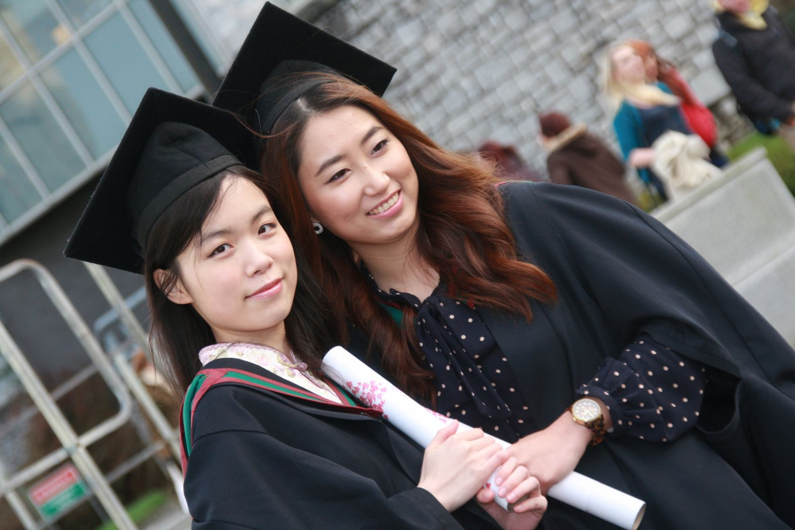 Scholarships For Women >> 10 Amazing Scholarships For Amazing Women Student World Online