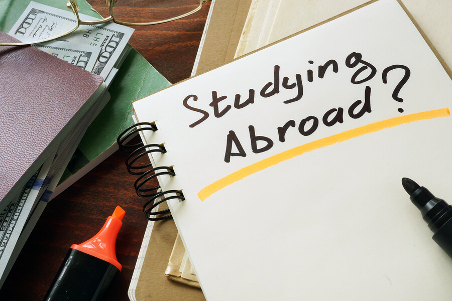 10 Benefits to Studying Abroad